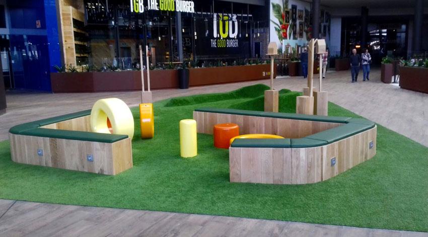 Césped artificial para terrazas en centros comerciales