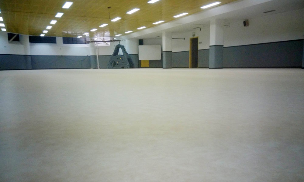 Nuevo pavimento del gimnasio del colegio El Pilar