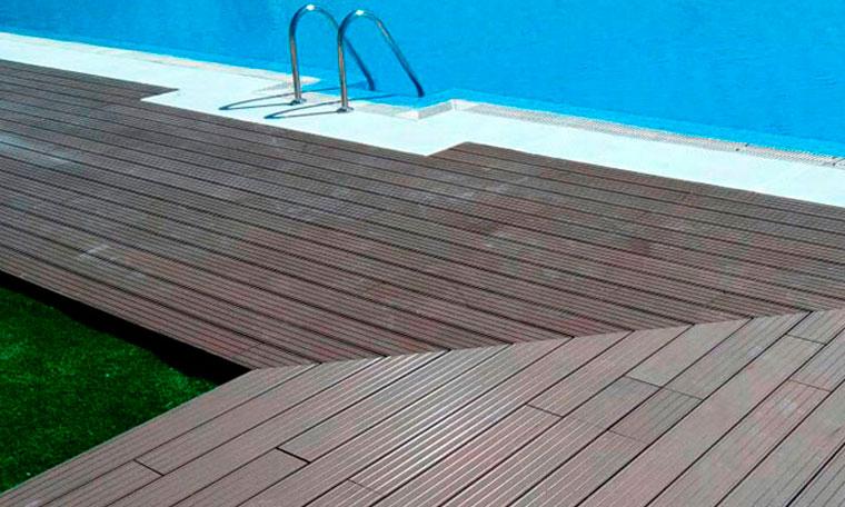 Tarima de madera para piscina